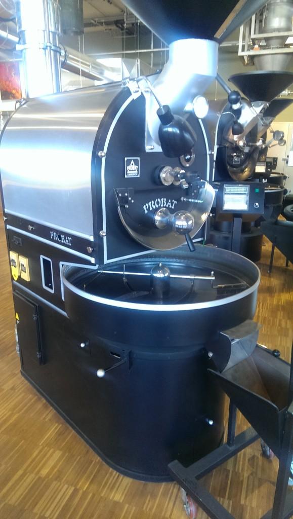 In diesen Trommel werden manuell die Kaffeemischungen geröstet.